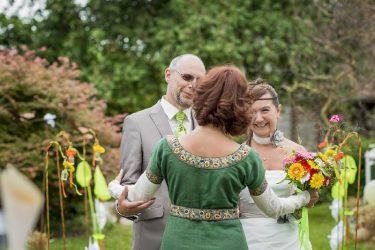 02-mariage-laique-champetre-accueil-des-maris
